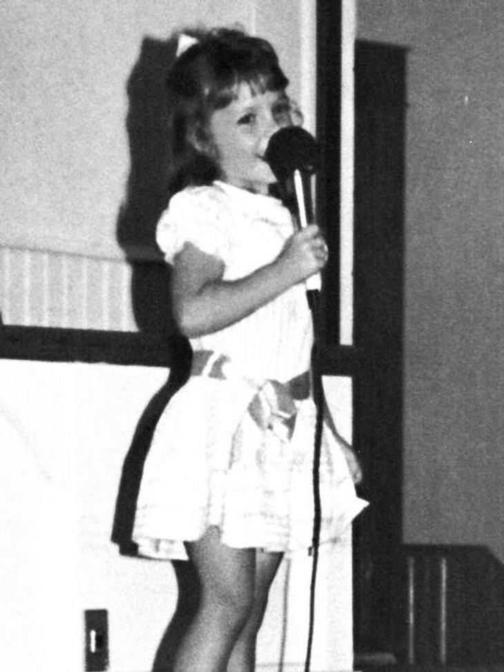 Die Kinderfotos der StarsDiese Sängerin wurde scheinbar mit dem Mikro in der Hand geboren. In den letzten Jahren machte sie aber eher mit ihrem Privatleben als mit ihren Songs Schlagzeilen.