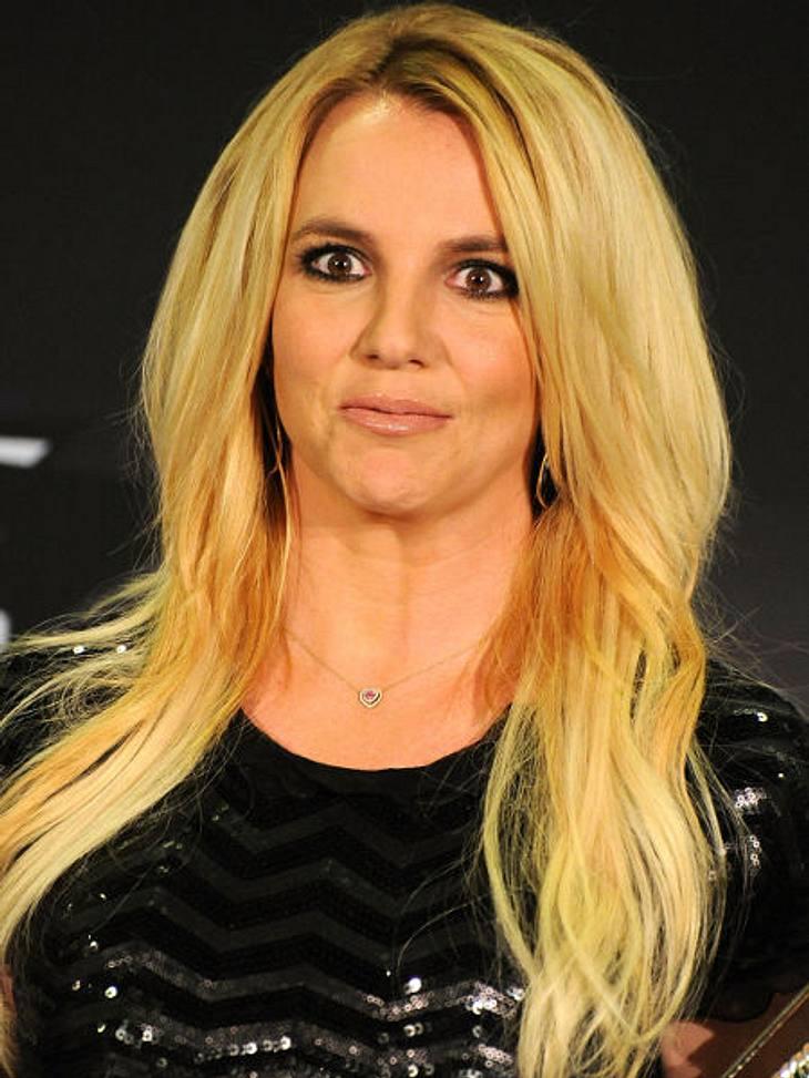 Die Psycho-Krisen der StarsDie schockierenden Glatzen-Bilder von Britney Spears (30) gingen 2007 um die Welt. Der Megastar - total kaputt! Doch ihrer Glatzenrasur ging einiges voraus: Drogenmissbrauch, Entzugsklinik, eine Hochzeit im Vollra