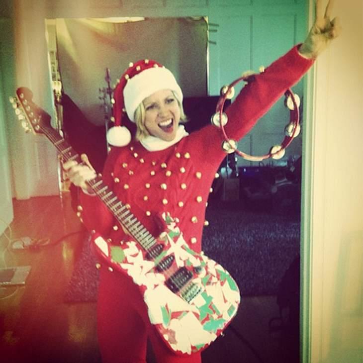 Ho Ho Ho - Stars im WeihnachtsfieberBrittany Snow  (26) gibt alles und rockt das Weihnachtsfest.