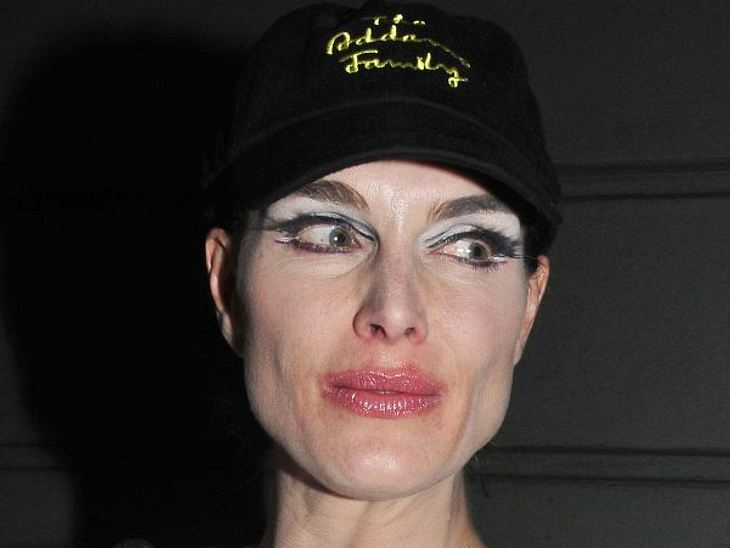 Die Make-Up-Pannen der StarsDer Lidstrich aus der Hölle - den hat Schauspielerin Brooke Shields (47) aufgetragen. Dazu noch dieses Basecap und der Anti-Schön-Look ist perfekt.