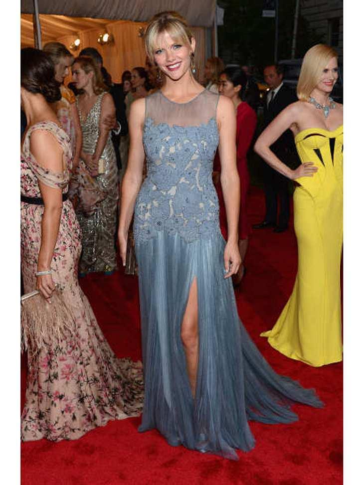 Met-Gala 2012: Die spektakulärsten Kleider des AbendsEinen der elegantesten Auftritte des Abends legte Model und Schauspielerin Brooklyn Decker (25) hin. Die Hochsteckfrisur brachte das Tory Burch-Kleid perfekt zur Geltung.