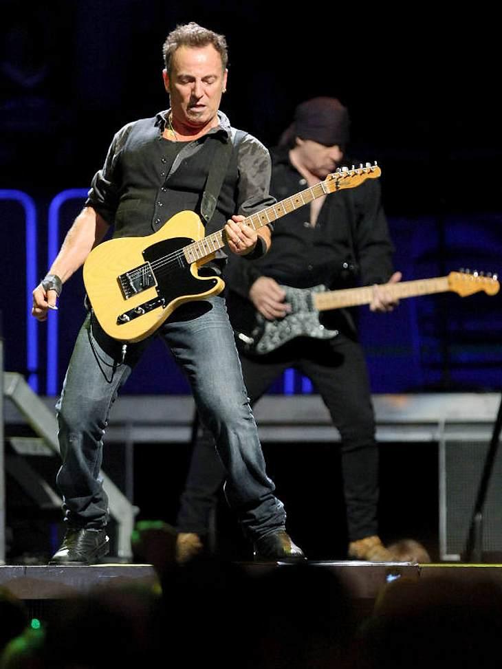 """Die Luxus-Versicherungen der StarsStimme 4,4 Millionen EuroWow! 20 Grammys, 130 Millionen verkaufte Alben und ein Oscar: Rockmusiker Bruce Springsteen (62) hat seiner Stimme viel zu verdanken. """"Mit meiner Musik spreche ich zu den Mensc"""