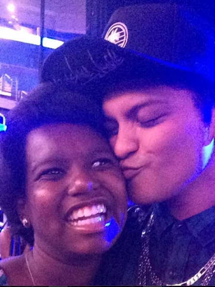 Bruno Mars holt Mädchen aus dem Koma!