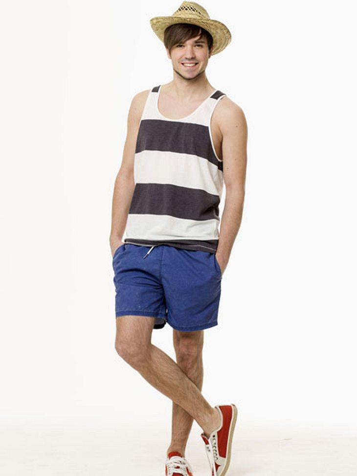 """""""Berlin  Tag & Nacht"""" - Die Stars in Sommer-OutfitsIrgendwie macht Joshuas Outfit Lust auf eine Bootsfahrt auf der Spree."""