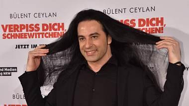 Bülent Ceylan mit langen Haaren - Foto: Imago