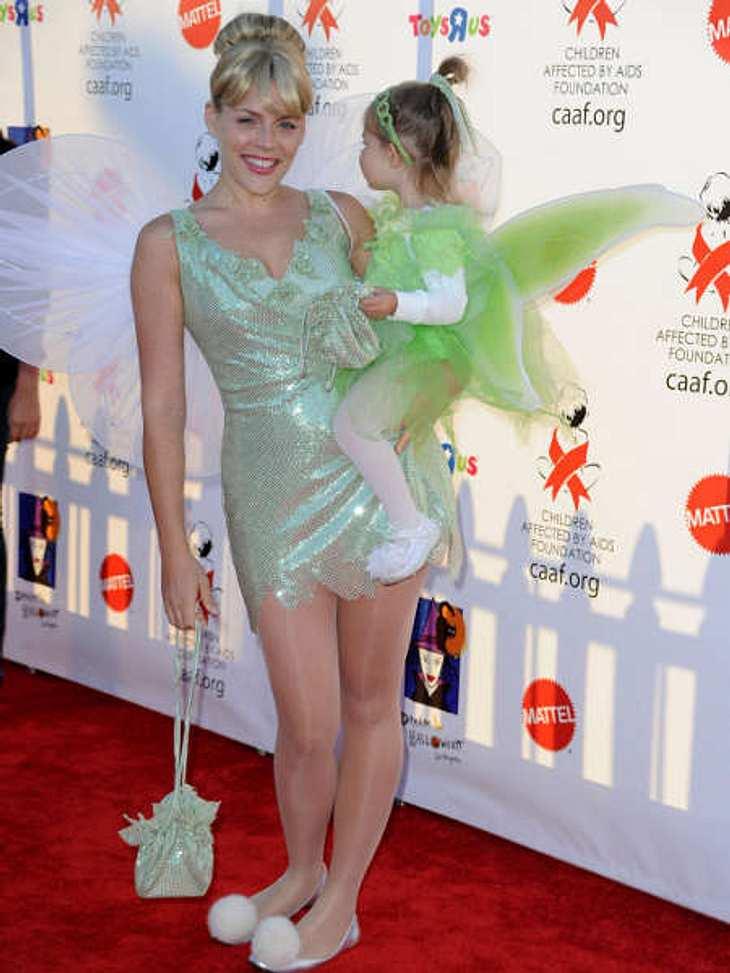 So feiern die Stars HalloweenBusy Phillips mag es lieber niedlich: sie und ihre Tochter Birdie Leigh gingen als Tinker Bell.