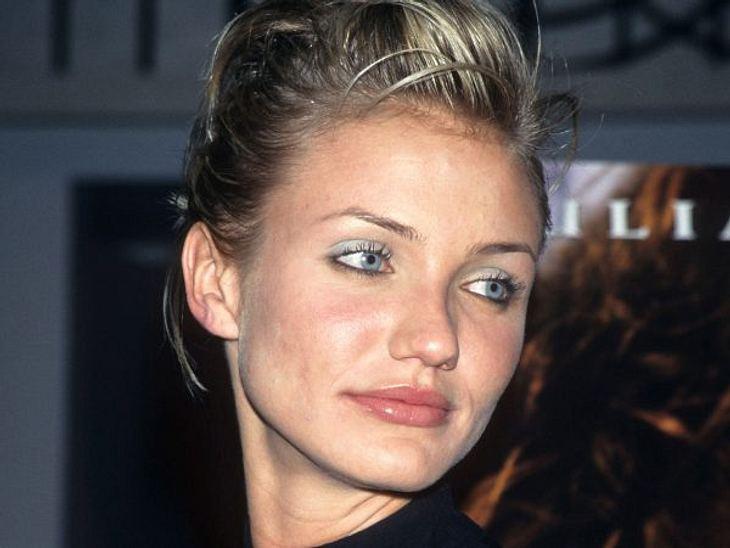 Cameron Diaz: Ihre Beauty-LügeMit 23 Jahren (1996) begann Cameron Diaz, in Hollywood Fuß zu fassen. Damals war sie noch unverbraucht, setzte aber oft auf viel Make-up.