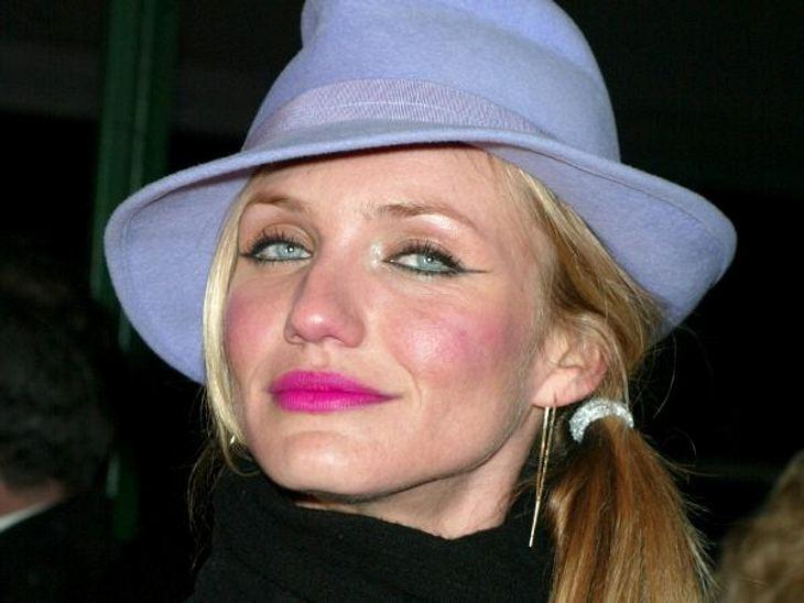 """Cameron Diaz: Ihre Beauty-LügeDoch dann alterte sie auf wundersame Weise nicht mehr. Bei der """"Gangs of New York""""-Premiere in New York wirkten ihre Züge starr."""