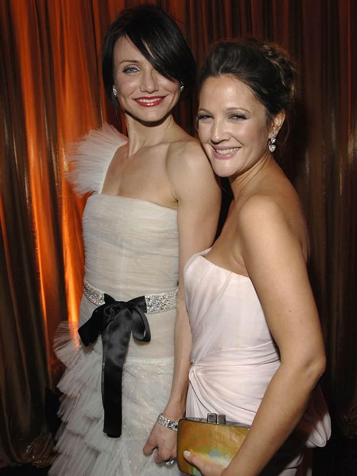 """Promi-BFFs - Durch dick & dünnCameron Diaz (40) und Drew Barrymore (37) lernten sich 2000 am Set von """"Drei Engel für Charlie"""" kennen und es funkte sofort zwischen den beiden. Seitdem sind die Schauspielerinnen nicht mehr zu tr"""