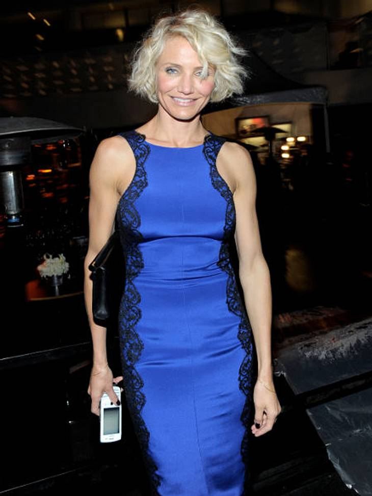 Golden Globes 2012Wer hat denn da in die Steckdose gefasst? Cameron Diaz (38) mit neuer Frisur. Zumindest das Kleid ist schön?