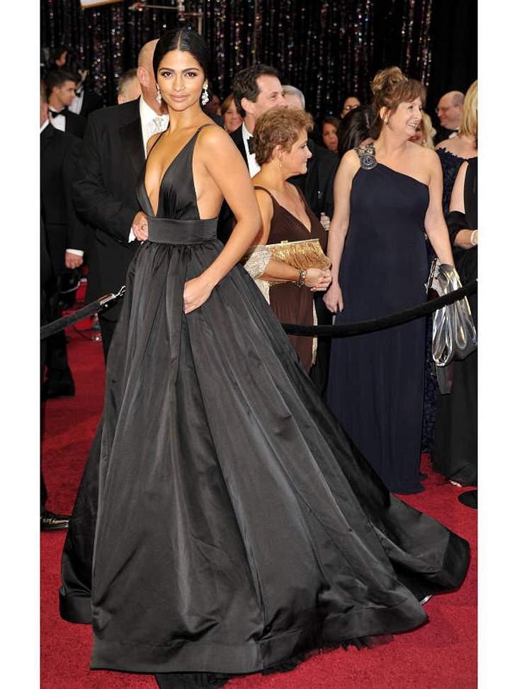 Oscar-Verleihung 2011:Eine der best dressed Frauen auf dem roten Teppich war Camilla Alves, Lebensgefährtin von  Matthew McConaughey.