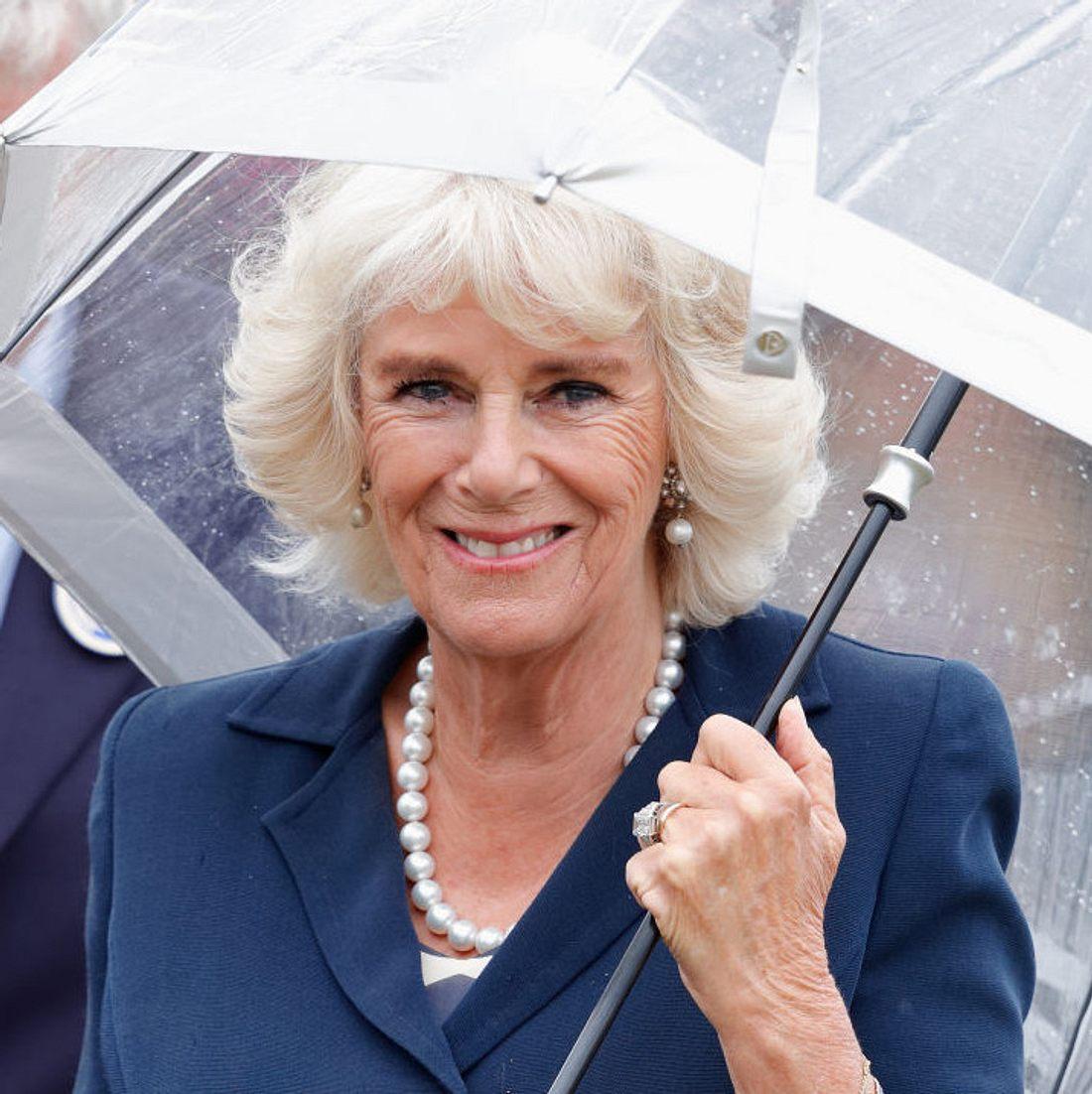 Herzogin Camilla flirtet fremd