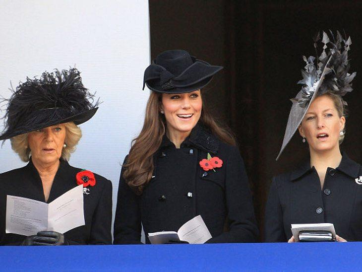 Royals bei der ArbeitUnd gemeinsames Singen steht auf dem Programm: Camilla, Herzogin Catherine und Prinzessin Sophie beim Heldengedenktag in London.