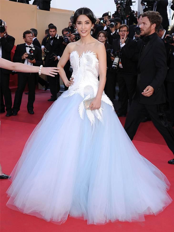 CannesDas sind die wohl auffälligsten Kleider des Cannes-Wochenendes:Schauspielerin Li Bingbing in einem Tüllwirrwarr in Hellblau.