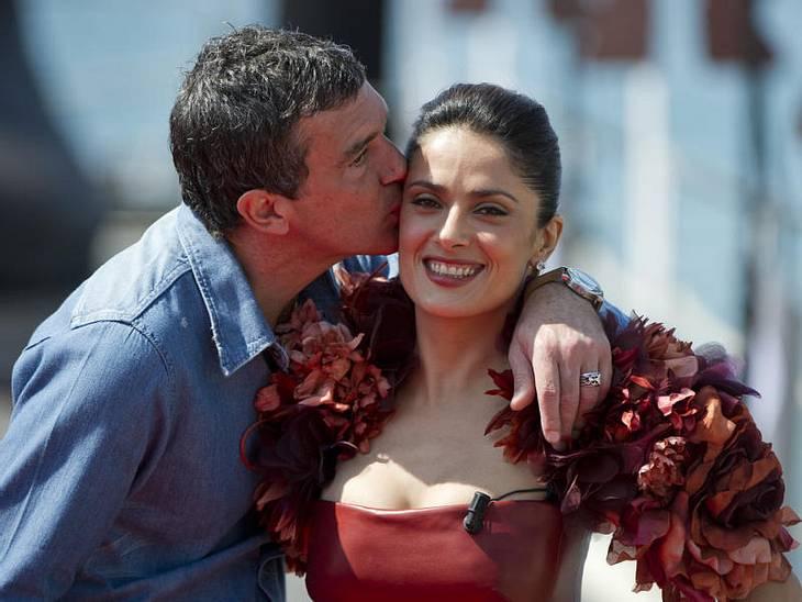 Cannes Da wird Melanie Griffith aber dumm geguckt haben: Denn hier knutscht ihr Antonio Banderas die rassige Salma Hayek.