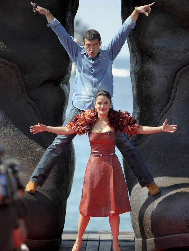 Cannes Salma Hayek und Antonio Banderas machen auf Akrobaten.