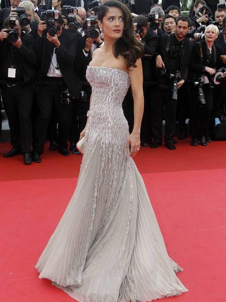 Cannes Salma Hayek in einem umwerfenden Kleid in Silber.