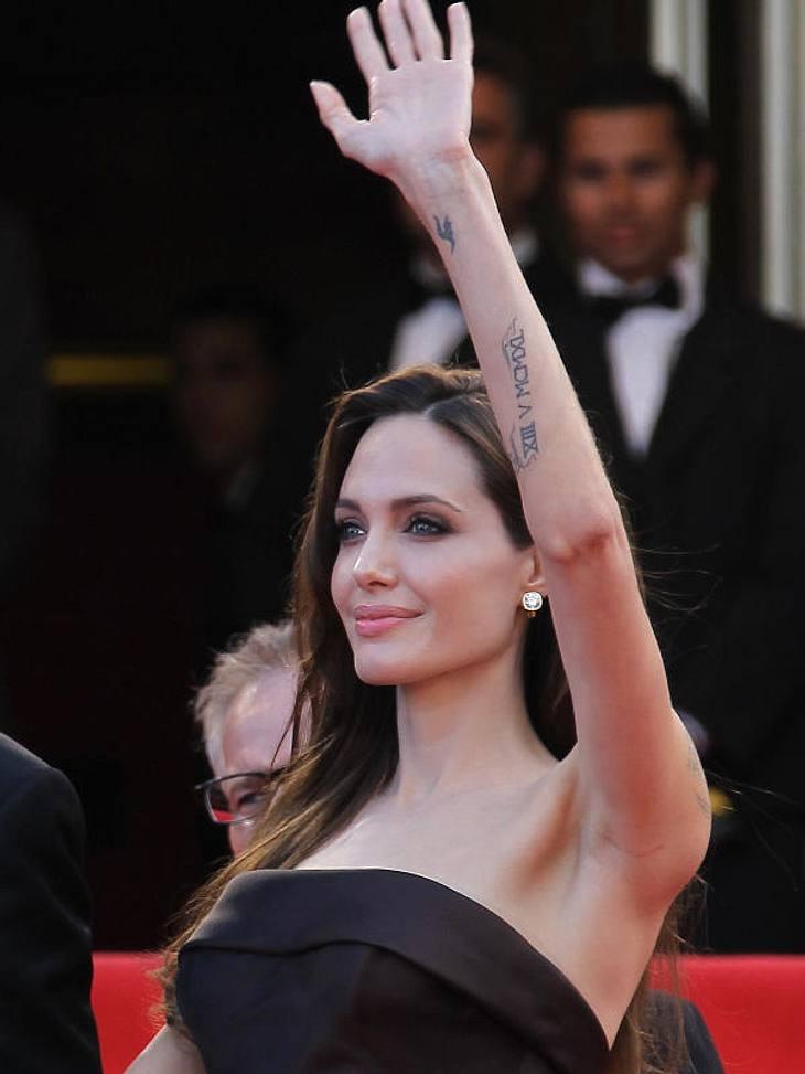 Cannes Angelina Jolie zeigte auf der Filmpremiere ihre verdammt spitzen Ärmchen.