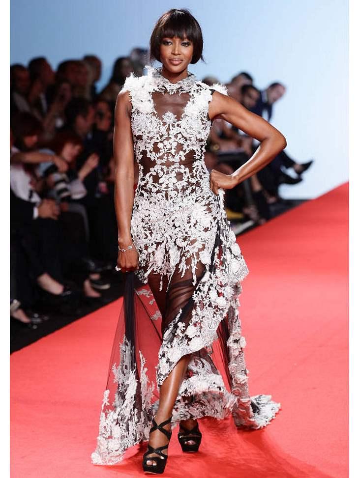 CannesInitiatorin  Naomi Campbell lässt es sich natürlich nicht nehmen, auch selbst zu laufen.