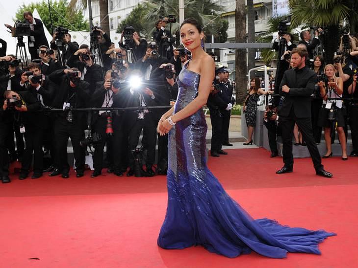 CannesRosario Dawson, die sich gerade von ihrem Freund getrennt haben soll, strahlte auf dem roten Teppich in Cannes.