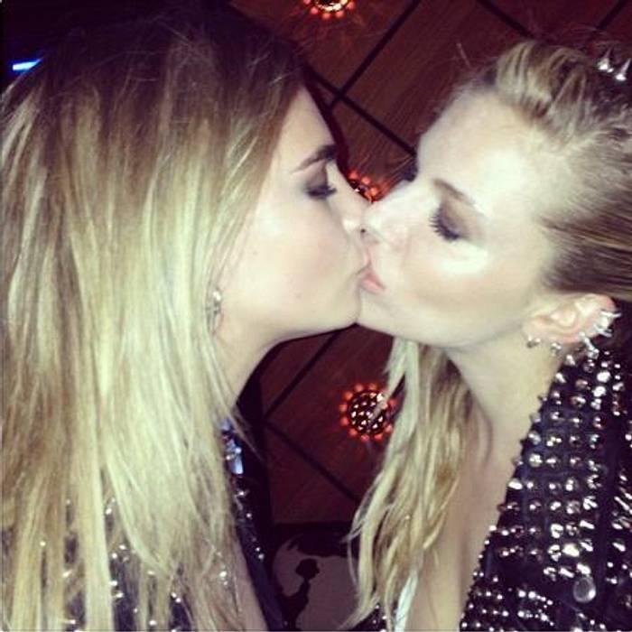 schauspielerin kuss lesben