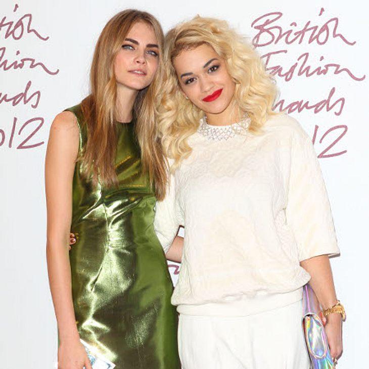 Rita und Cara wollen Mode machen.