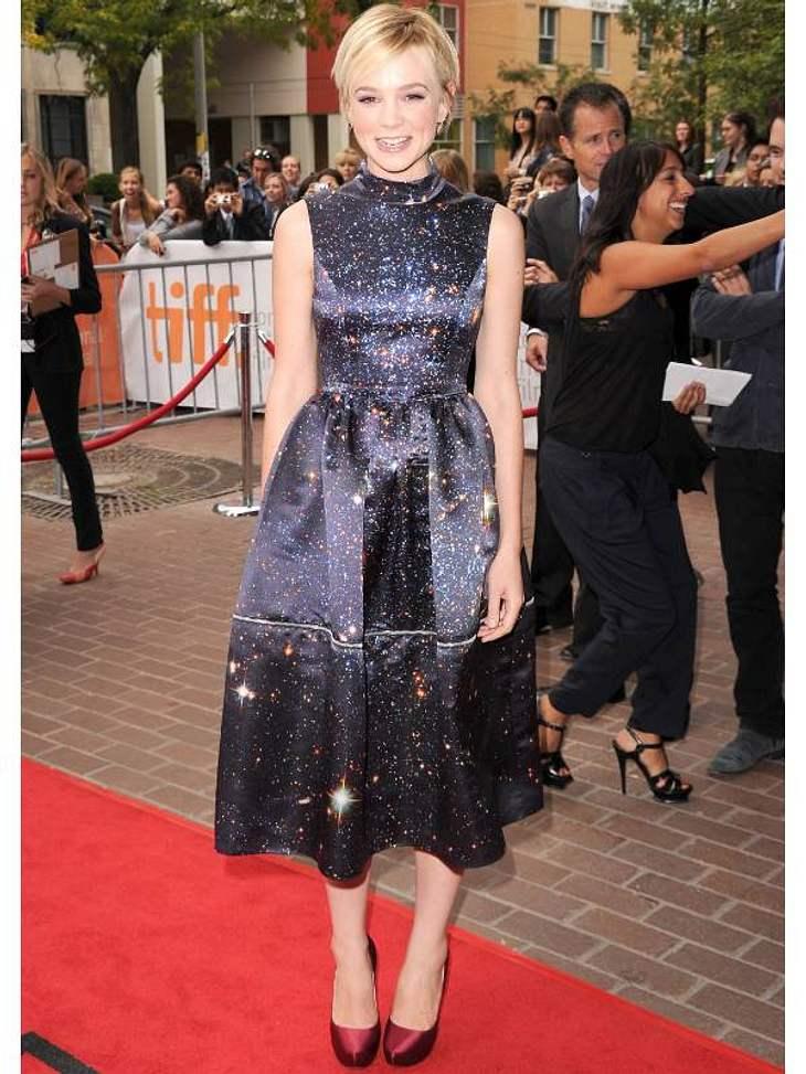 Pailletten-Abendkleider: Carey Mulligan sieht in ihrem Glitzer-Kleid aus wie ein funkelnder Sternenhimmel.