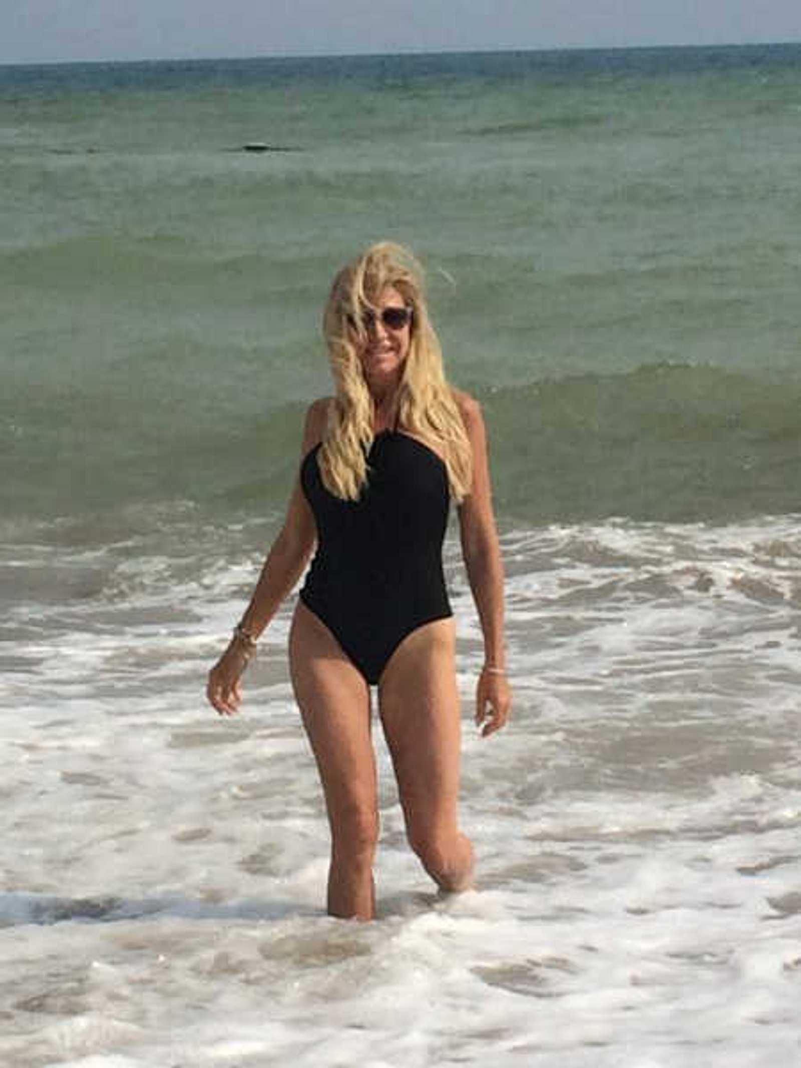 Carmen Geiss: Wie eine Baywatch-Nixe am Strand | InTouch