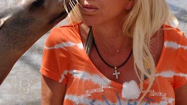 Warum hat Carmen Geiss so große Brüste? - Foto: RTL II