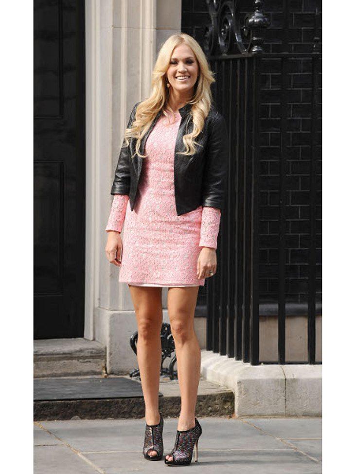 Die Stars lieben LederPerfekter Mix: Sängerin Carrie Underwood (29) verlieh ihrem rosafarbenen Kleid mit dem Leder-Blazer einen coolen Touch.