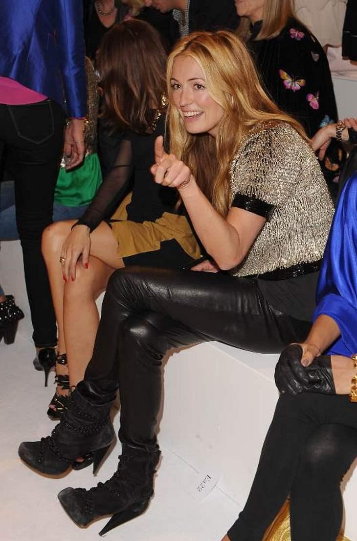 ,Was Model Cat Deeley bei der Show von Designer Matthew Williamson da wohl ins Auge gestochen ist?