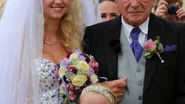 Cathy Lugner baggerte zwei Jahre vor ihrer Hochzeit Mario Götze an. - Foto: Toppress/WENN.com