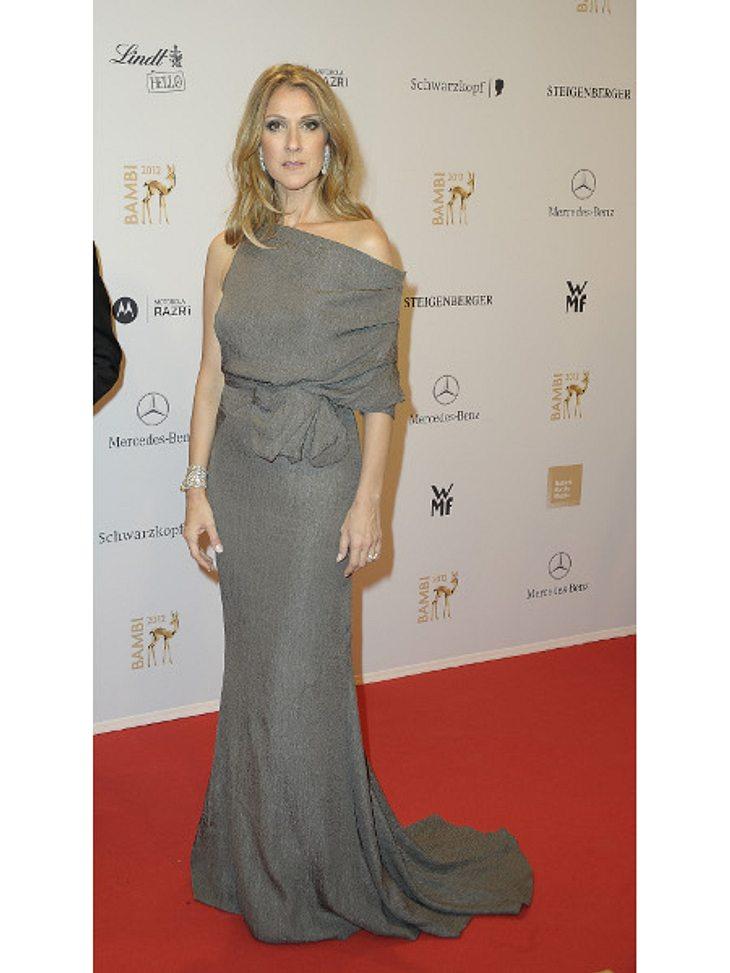 Bambi 2012 - Die Looks der StarsObwohl Céline Dion (44) mit Sicherheit die erfolgreichste Künstlerin des Abends war, übte sie sich mit ihrem schlichten grauen Kleid doch eher in Zurückhaltung.