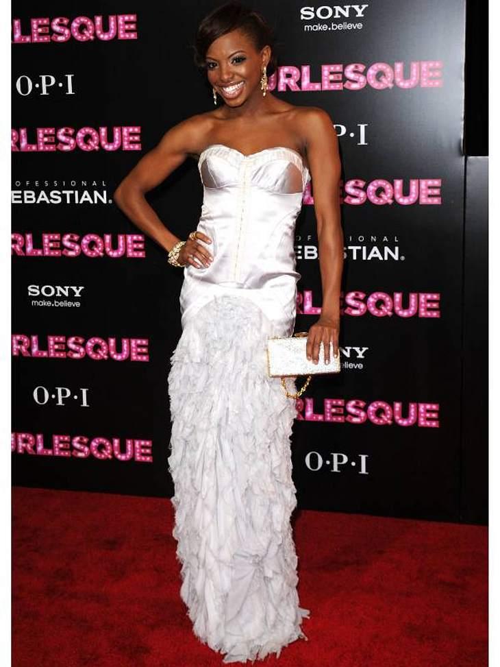 """Die Luxus-Ballkleider der StarsSchauspielerin Chelsea Traille  (""""Burlesque"""") strahlt mit ihrem glänzenden Ballkleid um die Wette."""