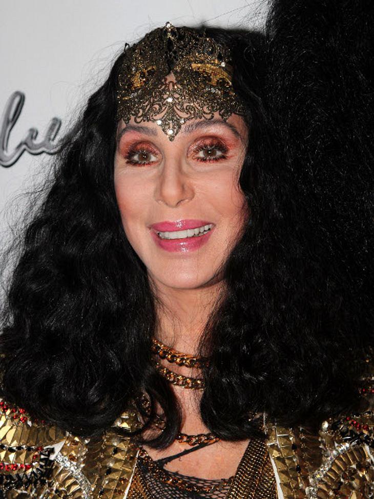 Cher feiert ihre neue Single.