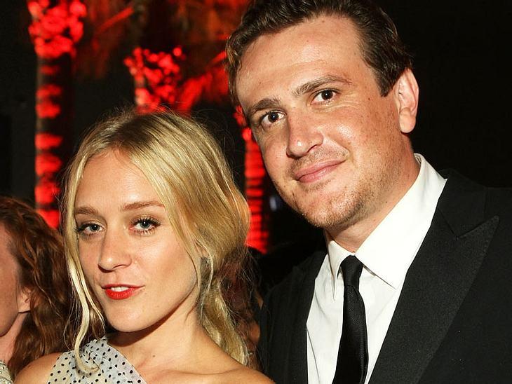 """Ob's was Ernstes ist? Chloë Sevigny und Jason Segel wurden knutschend bei den """"Emmys"""" gesichtet"""