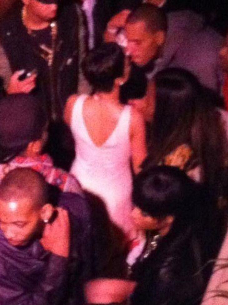Rihanna und Chris Brown knutschen im Club