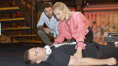 GZSZ: Zusammenbruch! Wie krank ist Chris wirklich? - Foto:  MG RTL D / Rolf Baumgartner