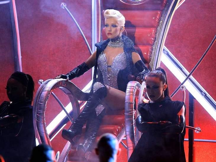 Für Christina Aguilera sind eine große Auswahl an Weingummis, Minzbonbons und eine Polizeieskorte wichtig.