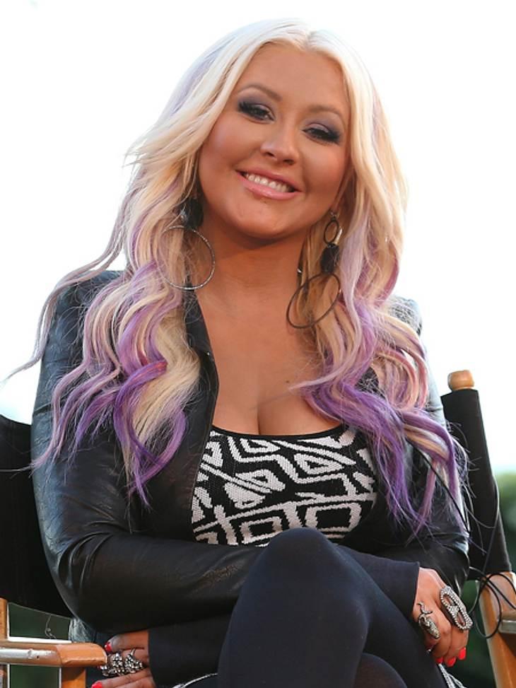 Buntlöckchen - Die Stars setzen auf bunte HaareChristina Aguilera (31) gehörte noch nie zu den Promis, die sich mit ihrem Styling zurückhalten - sei es bei Mode oder Frisuren. Vor einigen Jahre griff sie schon einmal zur Farbe, um ihre Fris