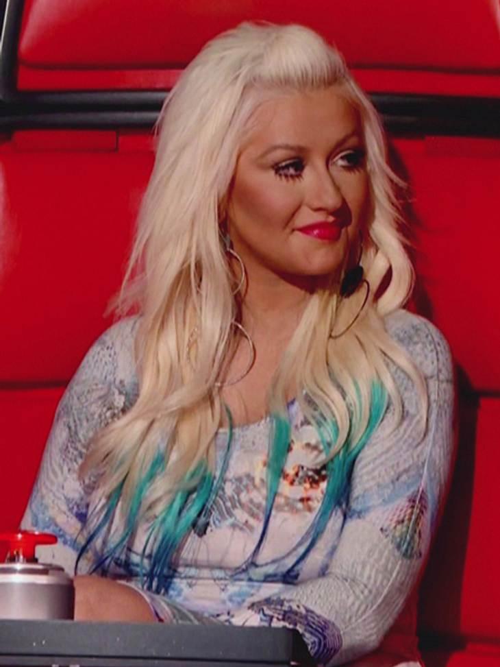 Buntlöckchen - Die Stars setzen auf bunte HaareZwischenzeitlich setzte sie auf blaue und türkisfarbene Haarspitzen.