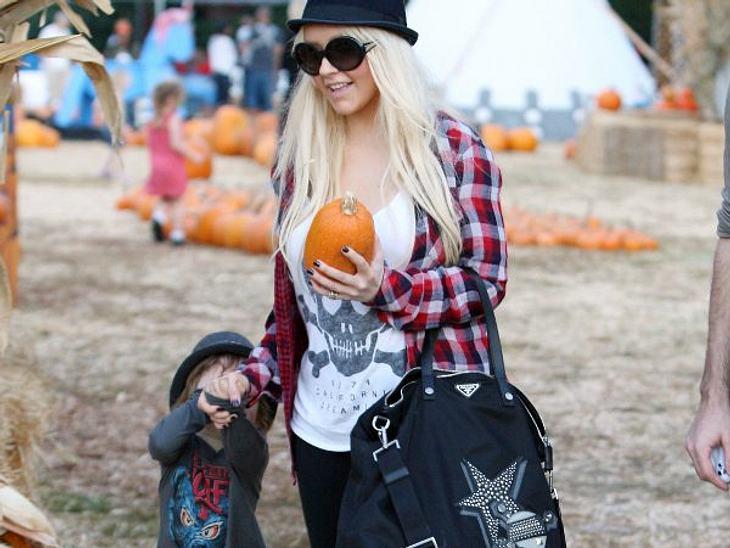 """Wer ist die beste Mutter Hollywoods?Die Karrieresüchtige""""Max ist die Liebe meines Lebens"""", betont Christina Aguilera (31) gerne. Doch anstatt möglichst viel Zeit mit dem Kleinen zu verbringen, widmet sie sich in letzter Zeit liebe"""