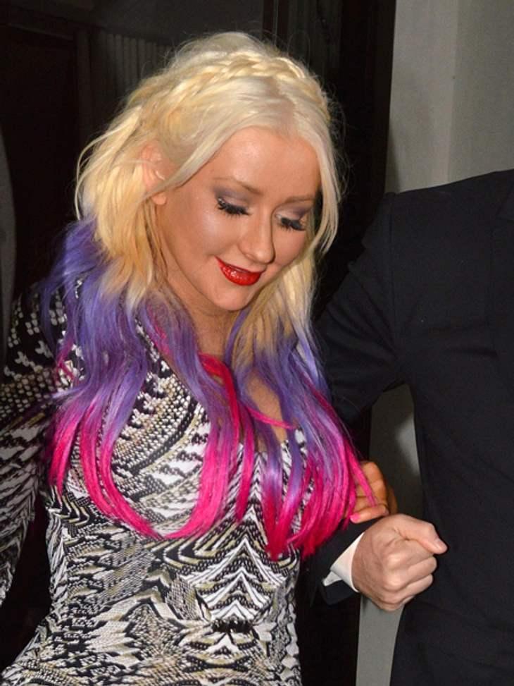 Buntlöckchen - Die Stars setzen auf bunte HaareAls nächstes wurde das Violett intensiver und mit knalligem Pink ergänzt.