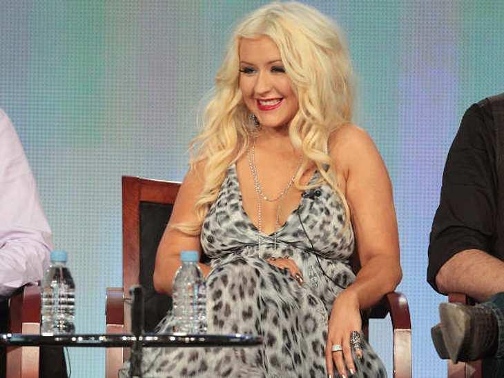 Glücklich ohne Diät!Kaum zu glauben, aber für ihre Rundungen hat Christina Aguilera (31) sehr viel Kritik einstecken müssen. Seit Januar 2010 hat sie 20 Kilo zugelegt und wiegt nun bei 1,56 Meter 66 Kilo. Da fingen sogar ihre Fans an zu läs