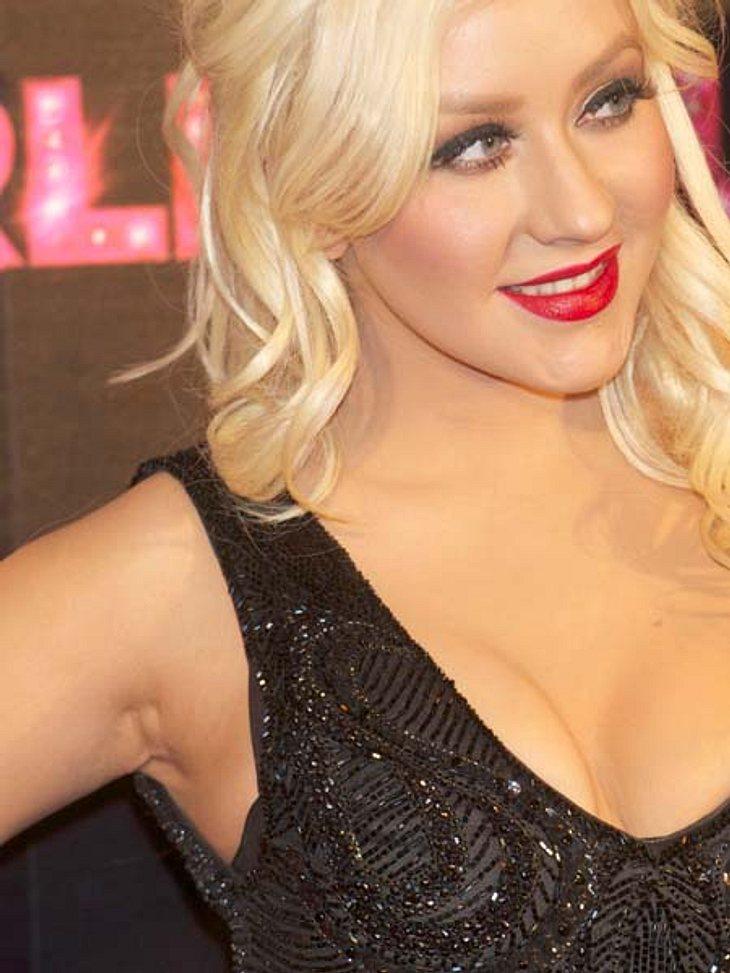 Kleine Schönheitsfehler: Die Narben der StarsDiese Narbe von Christina Aguilera heizte damals die Gerüchte um eine Brustvergrößerung wieder an.