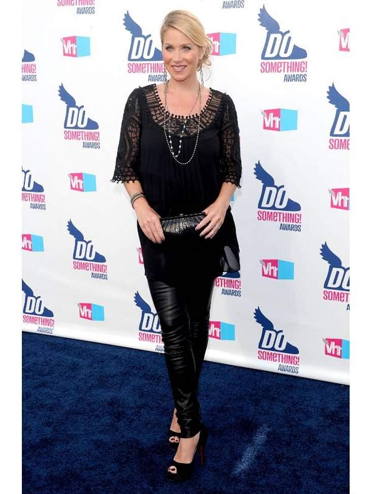 Christina Applegate trägt auch schwanger knallenge Lederhosen.