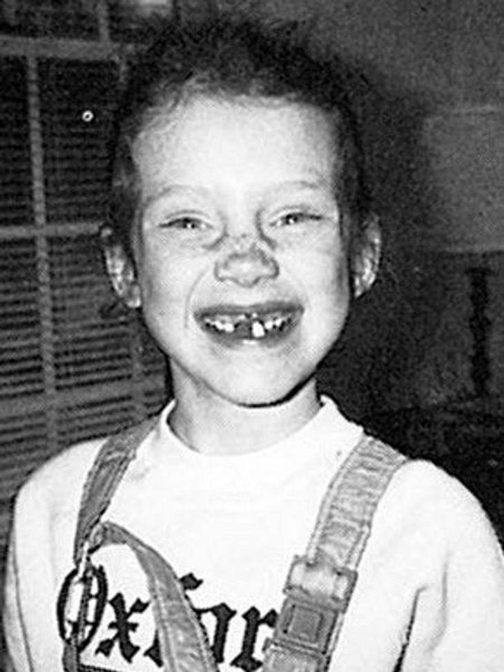 Die Kinderfotos der StarsDass diese Schauspielerin einmal der Traum vieler Männer wird, ist bei diesem zahnlosen Gör' noch nicht zu erahnen. Tipp: Sie hat heute rote Haare.,