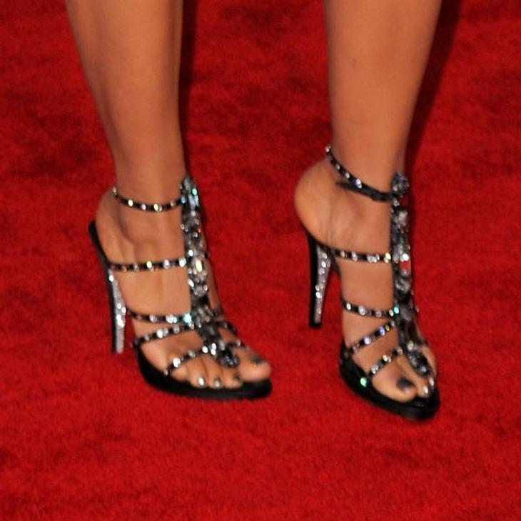 Bling, bling - die klassischen Party-High-Heels zieren die Füße von ...