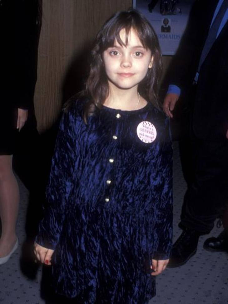 """Vom Kinderstar zum Sex-SymbolDieses süße Goldstück erschien 1990 zum ersten Mal in dem Film """"Meerjungfrauen küssen besser"""" auf der Bildfläche. Seitdem hat die damals Zehnjährige eine beeindruckende Karriere hingelegt."""