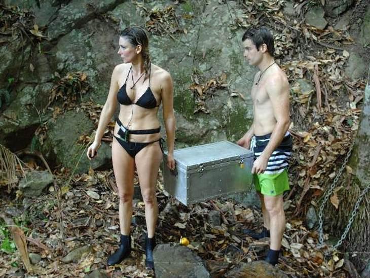 """Claudelle Deckert: So sexy ist die """"Playboy""""-Beauty im Bikini!Kein Wunder, dass Patrick Nuo (30) sich bei solchen Aussichten den ein oder anderen Seitenblick nicht verkneifen kann..."""